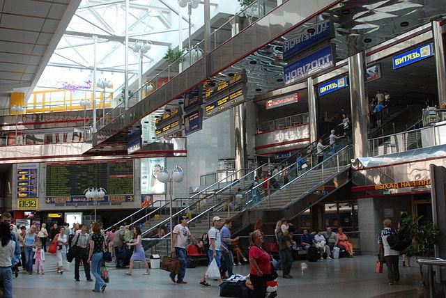 Interior de la estación de trenes de Minsk